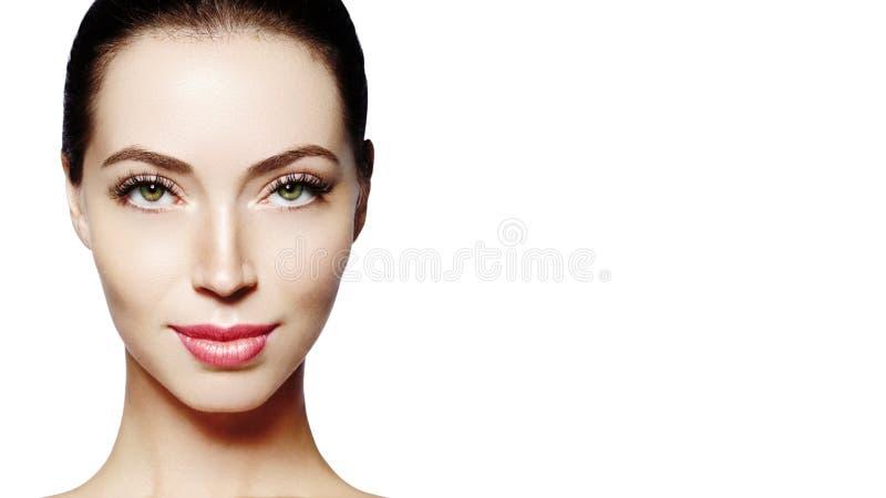 красивейшие детеныши женщины стороны Skincare, здоровье, курорт Очистите мягкую кожу, здоровый свежий взгляд Естественный ежеднев стоковые изображения