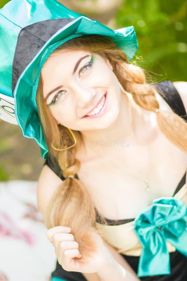 Download красивейшие детеныши женщины портрета Стоковое Фото - изображение насчитывающей модель, длиной: 40581598