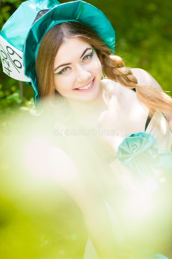 Download красивейшие детеныши женщины портрета Стоковое Изображение - изображение насчитывающей green, девушка: 40581601