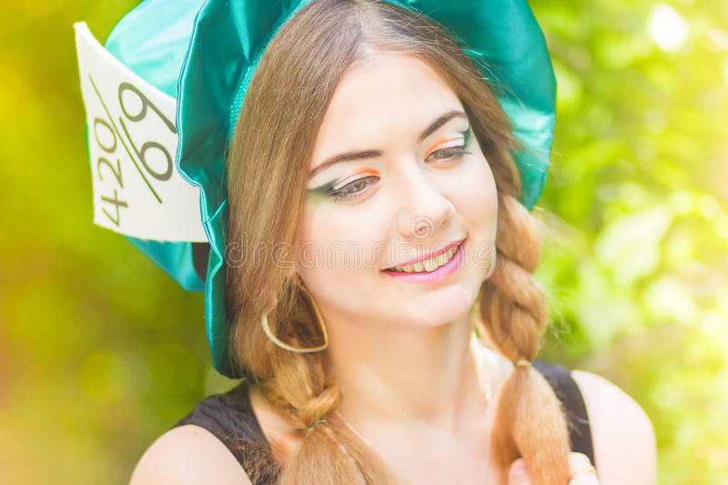Download красивейшие детеныши женщины портрета Стоковое Фото - изображение насчитывающей green, brussels: 40581616