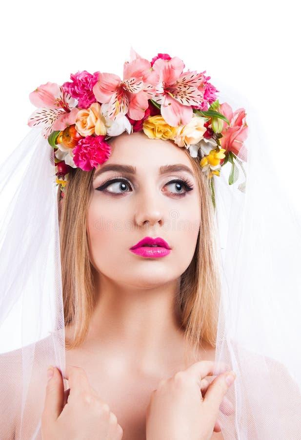 красивейшие детеныши портрета девушки вуаль невесты стоковая фотография rf