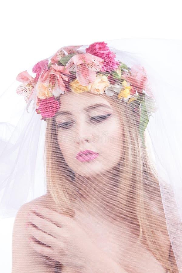красивейшие детеныши портрета девушки вуаль невесты стоковое фото