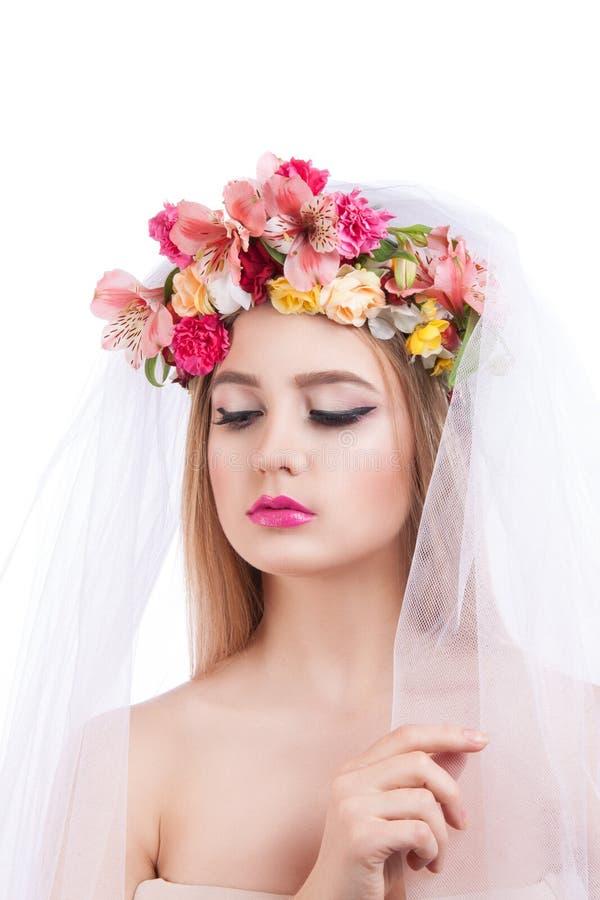 красивейшие детеныши портрета девушки вуаль невесты стоковая фотография