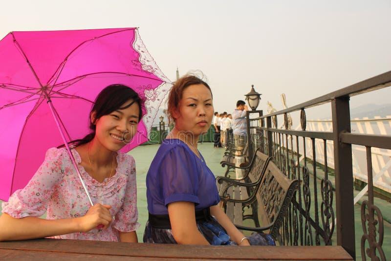 красивейшие женщины китайца шлюпки стоковая фотография rf