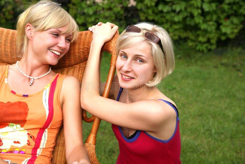 красивейшие женщины сестер стоковые изображения
