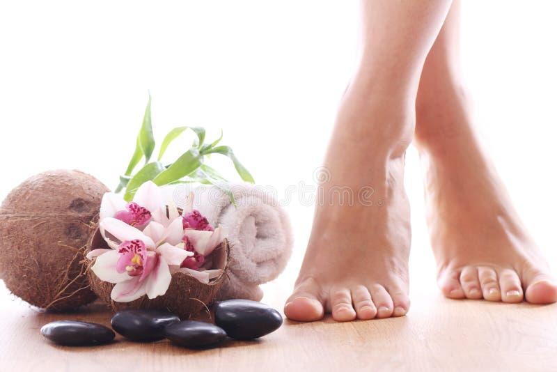 Красивейшие ноги и различные детали спы стоковые изображения