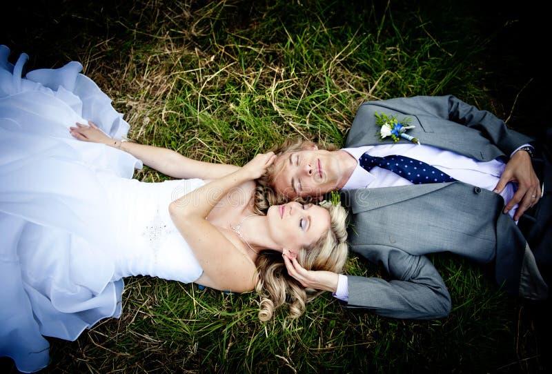 Красивейшие пары венчания стоковые изображения