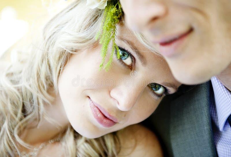Красивейшие пары венчания стоковые изображения rf