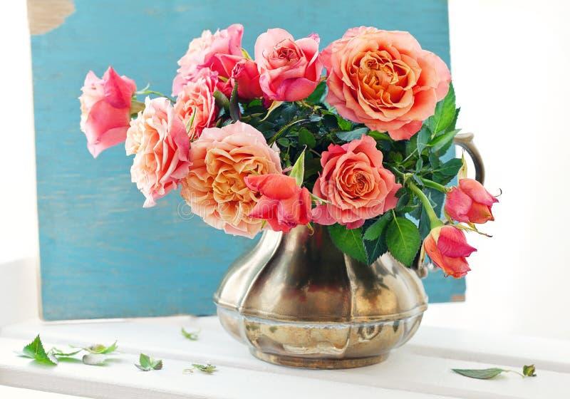 Красивейшие свежие розы. стоковые фотографии rf