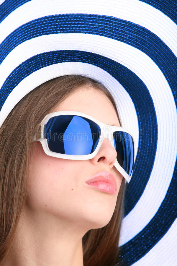 красивейшие солнечные очки девушки стоковая фотография