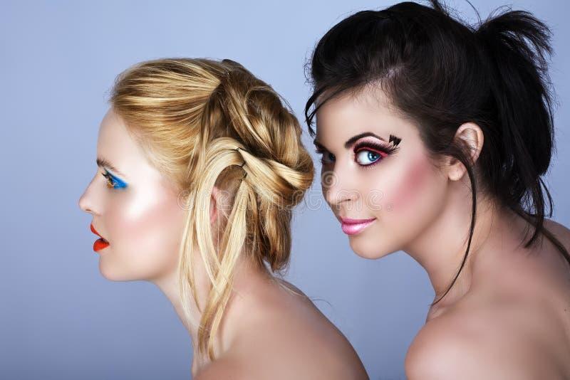 красивейшие 2 женщины стоковые фото