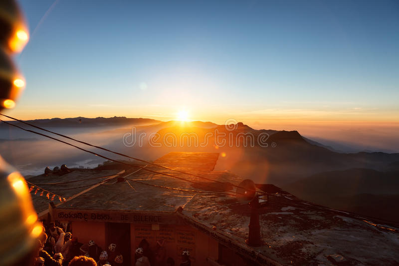 Красивейший ландшафт Восход солнца на пике ` s Sri Pada Адама горы Sri Lanka стоковое изображение