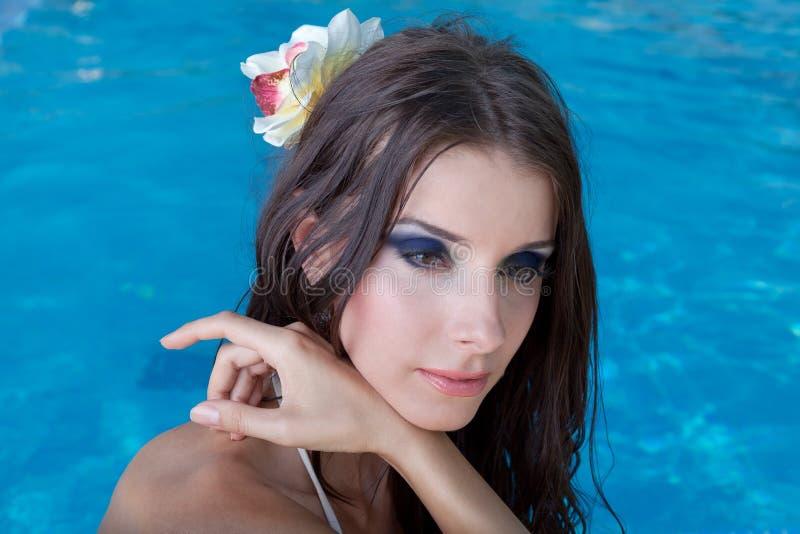 красивейший бассеин девушки стоковое изображение
