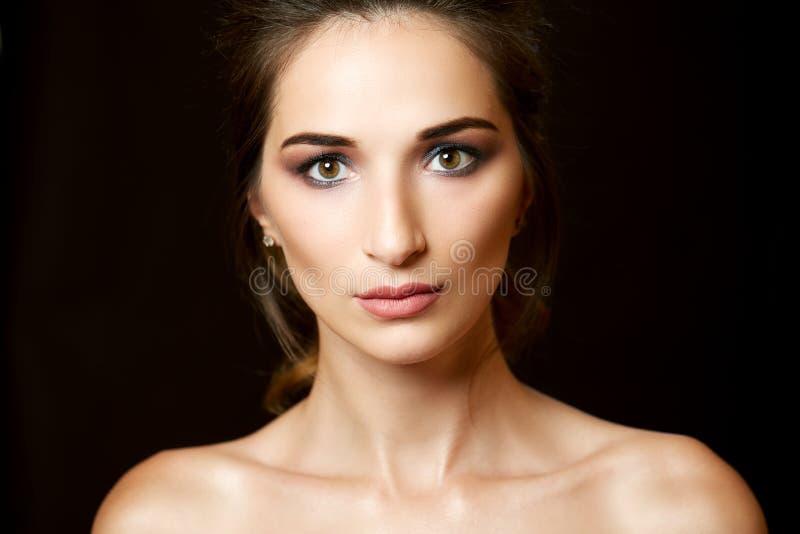 красивейший близкий портрет вверх по женщине стоковое изображение