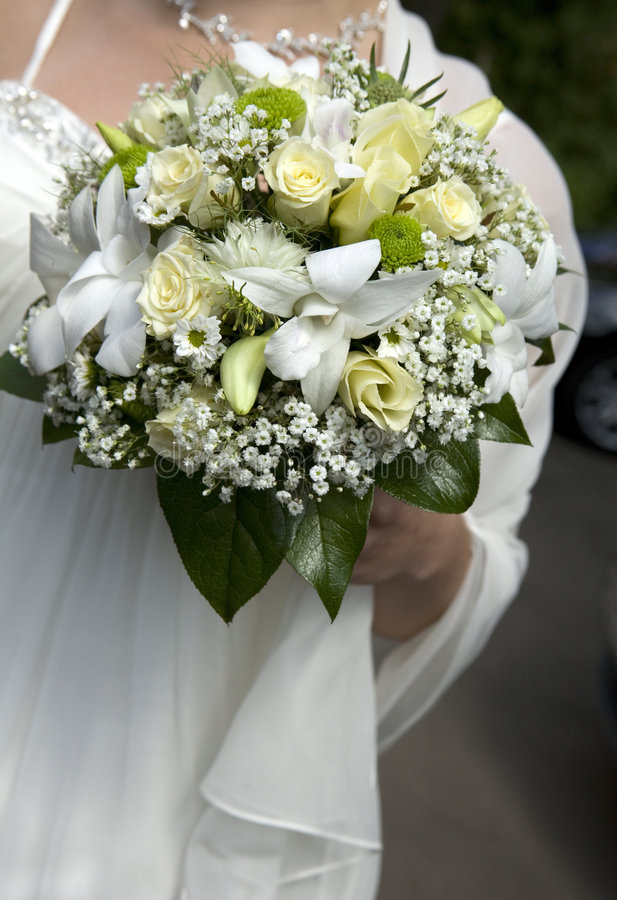 красивейший держать невест букета поднял стоковое фото rf