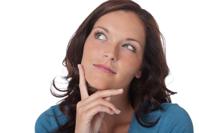 красивейший думать вверх по наблюдая женщине стоковое изображение rf