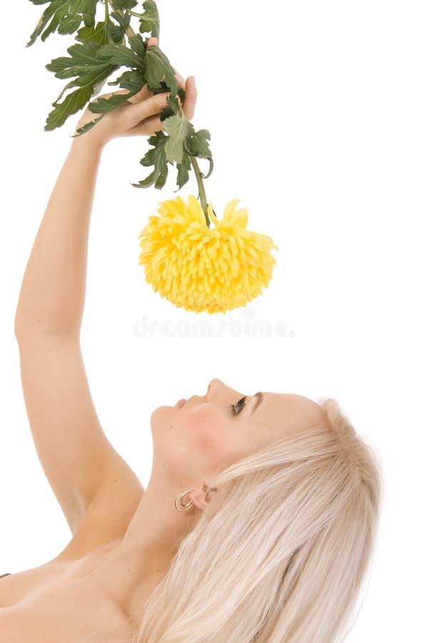 красивейший желтый цвет девушки цветка сексуальный сладостный стоковые изображения rf