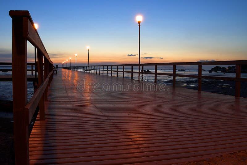 красивейший заход солнца пристани стоковое изображение rf