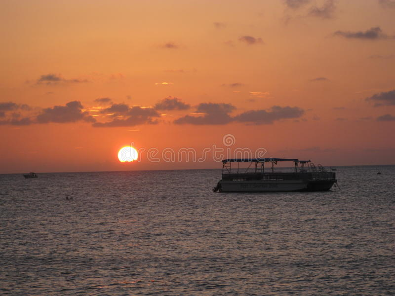 красивейший заход солнца океана стоковое фото