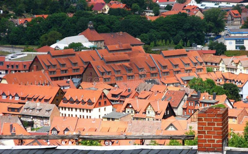 красивейший красный цвет Германии настилает крышу wernigerode стоковое изображение