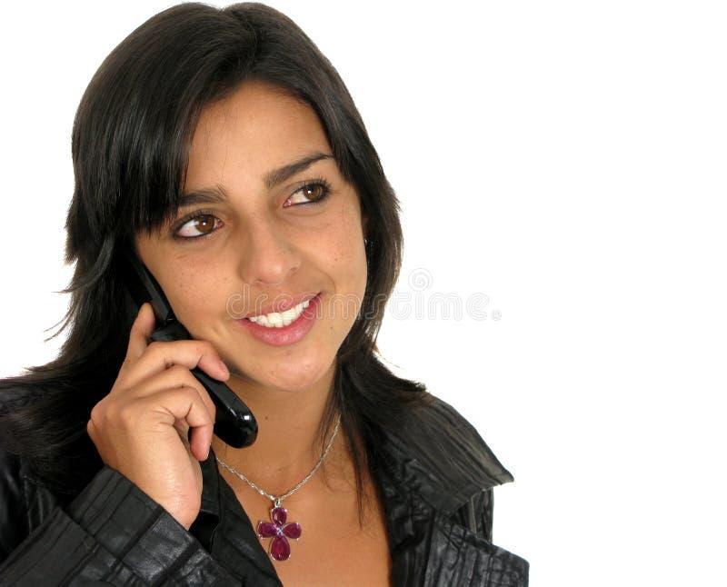 красивейший мобильный телефон используя детенышей женщины стоковое фото rf