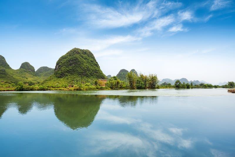 Красивейший пастырский ландшафт в yangshuo стоковое фото rf