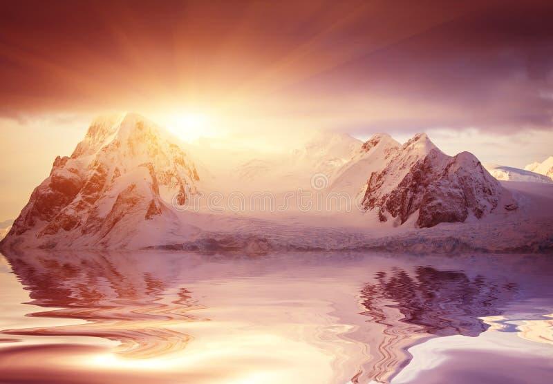 красивейший покрынный снежок гор стоковая фотография