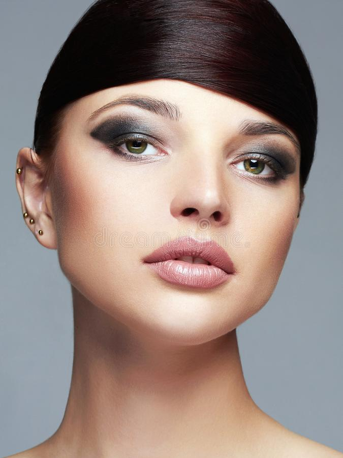 Красивейший портрет девушки hairstyle состав стоковые фотографии rf
