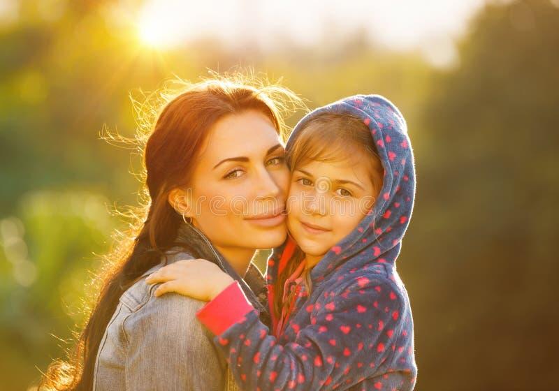 красивейший портрет семьи стоковые фото