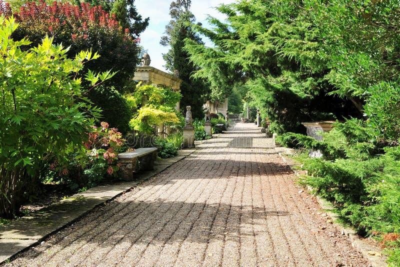 красивейший путь ландшафта сада стоковые изображения