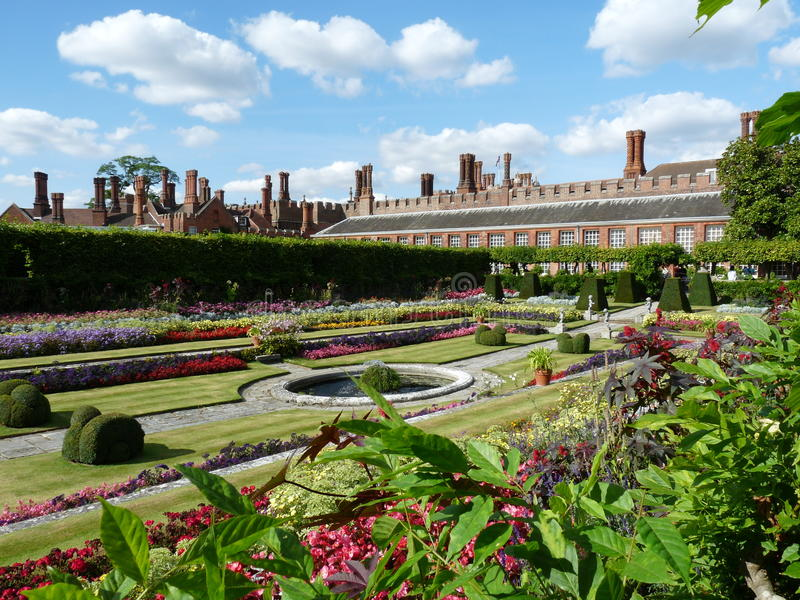 Красивейший сад на дворце стоковые фото