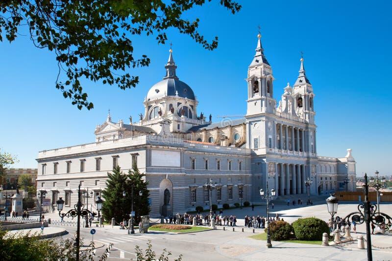 Красивейший собор Almudena зодчества стоковые изображения