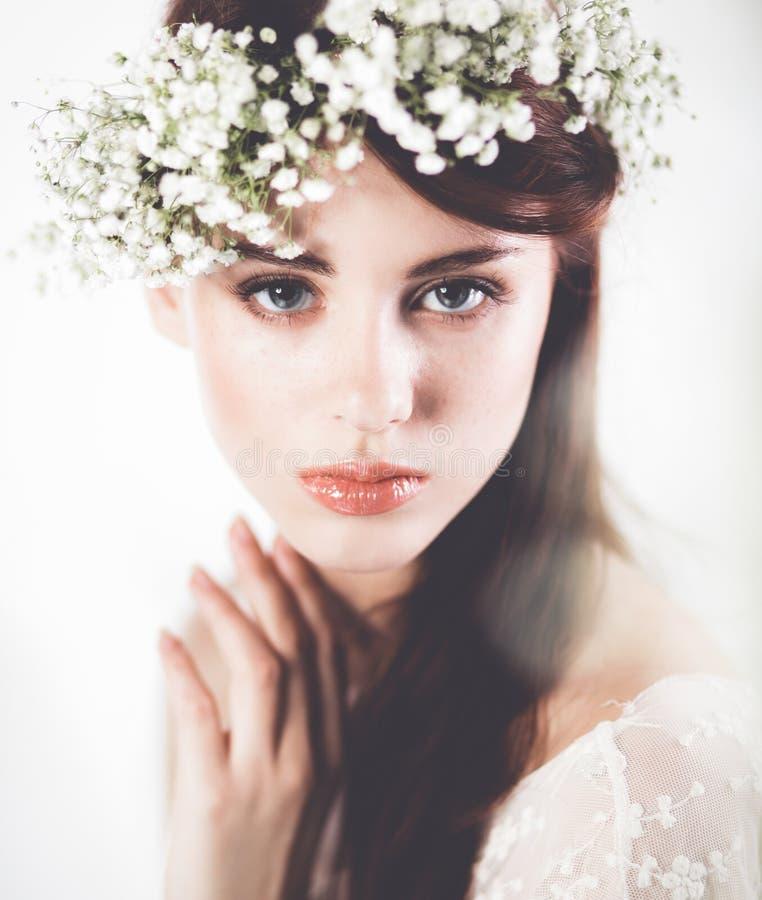 красивейший способ цветет волосы ее женщина портрета фото стоковые изображения rf
