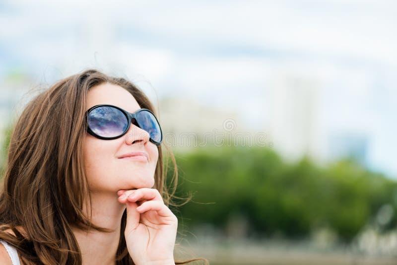 Красивейший усмехаться женщины стоковое фото