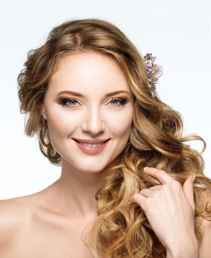 красивейший усмехаться портрета девушки Стиль причёсок свадьбы и делает-u стоковое изображение