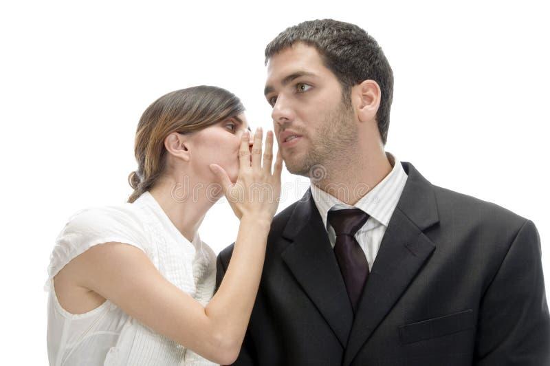 красивейший человек что-то говоря к женщине стоковое фото rf