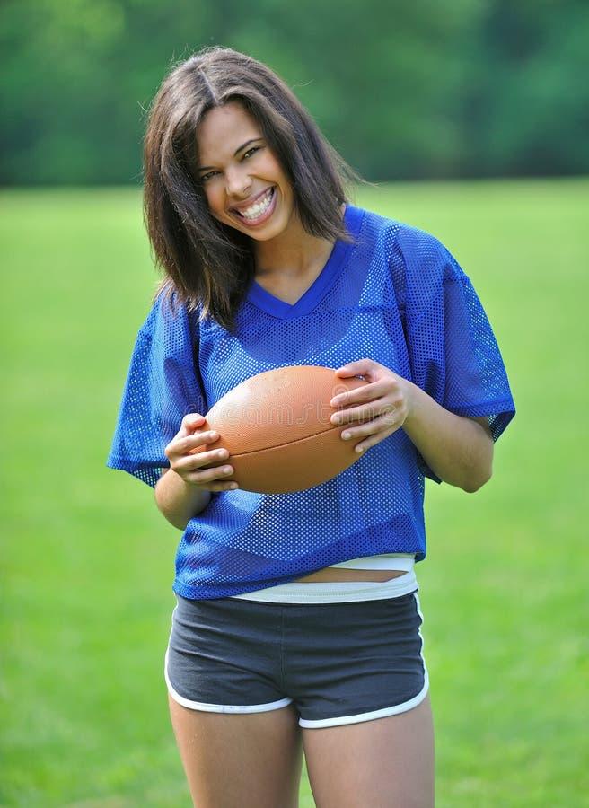 красивейший biracial женский футболист стоковое изображение