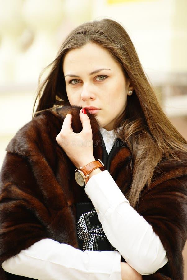красивейший stole девушки шерсти стоковая фотография rf
