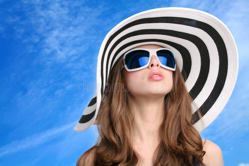 красивейший striped шлем девушки стоковые фотографии rf