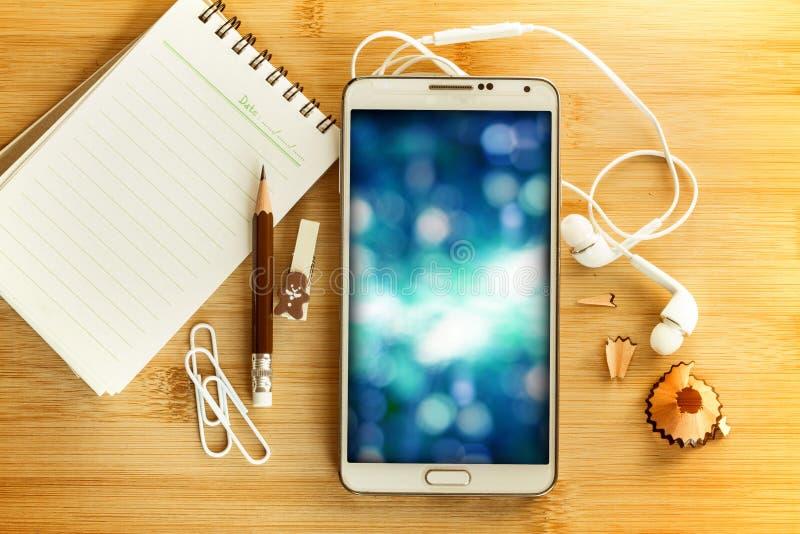 Красивое абстрактное фото освещения в умном телефоне с пробелом стоковое изображение