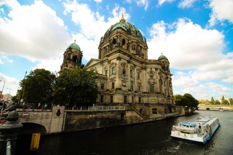 Красивое здание в середине Берлина стоковые изображения rf