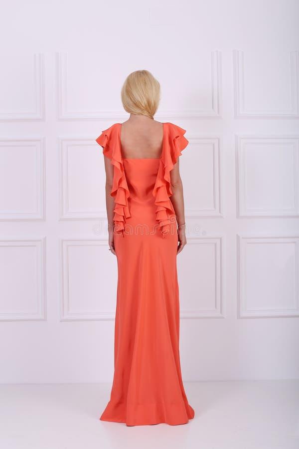 Красивое длинное платье стоковые фотографии rf