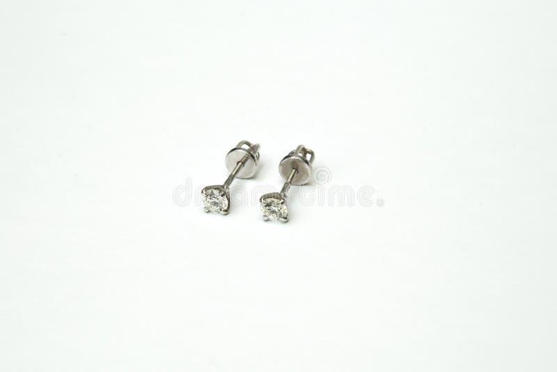 Красивое и роскошное бриллиантовое колье jewely с кольцом, серьгами установило на белую предпосылку стоковое изображение