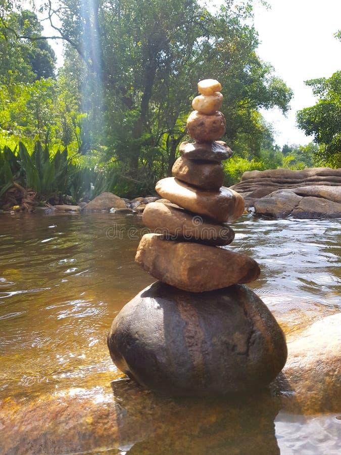 Красивое каменное искусство в реке для предпосылки & другого стоковые изображения