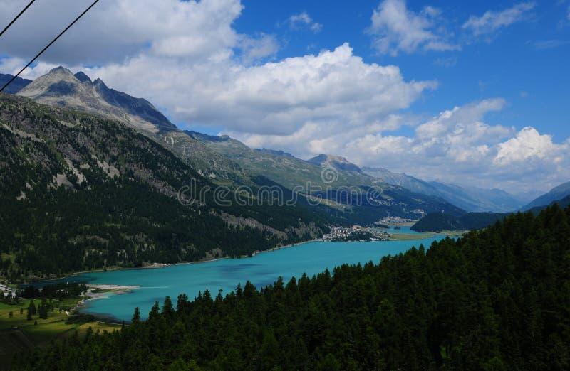 Красивое ледниковое озеро Silvaplana увиденное от Furtschella стоковые фотографии rf