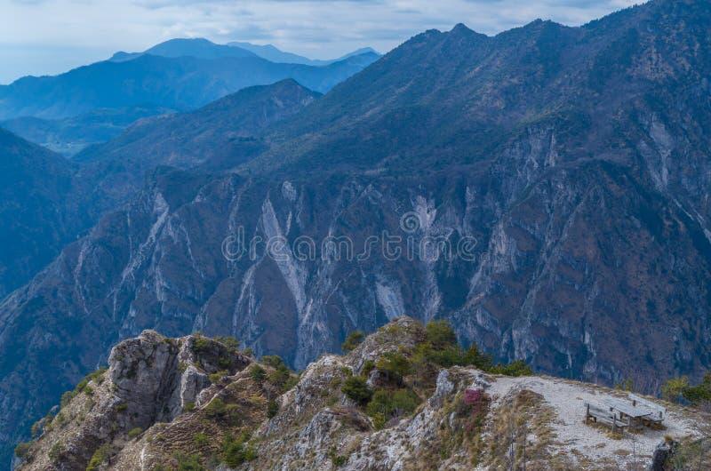 Красивое место отдыха в горах приближает к garda озера, Италии стоковые фото