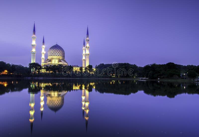 Красивое мечети Shah Alam стоковые изображения