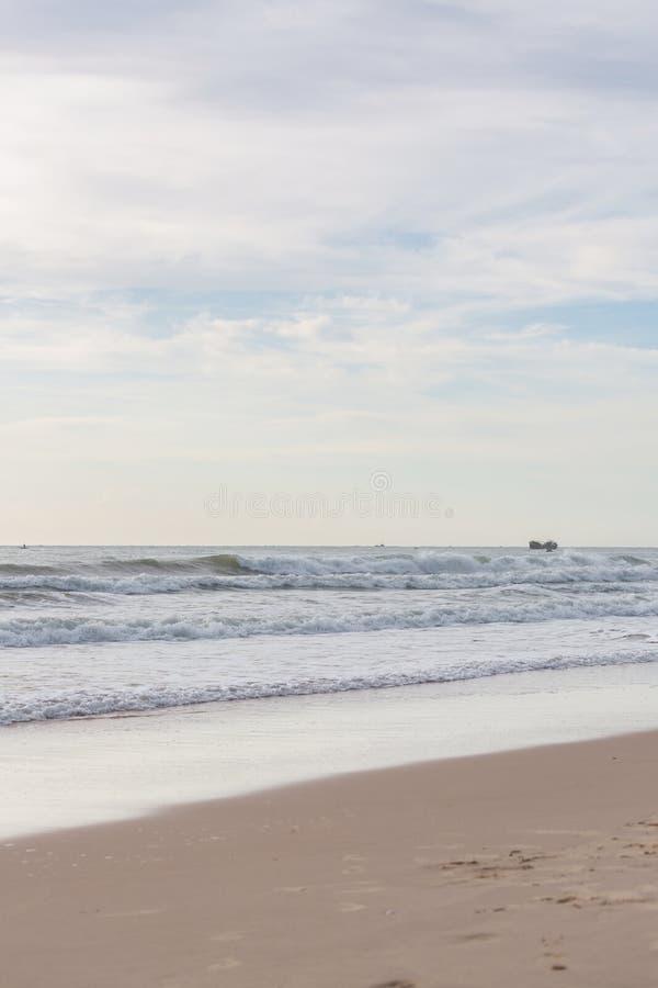 Любительское фото женщины на пляже