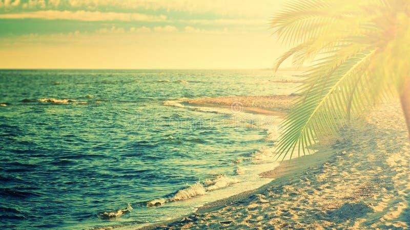 Красивое море, ретро предпосылки перемещения стиля стоковое изображение rf