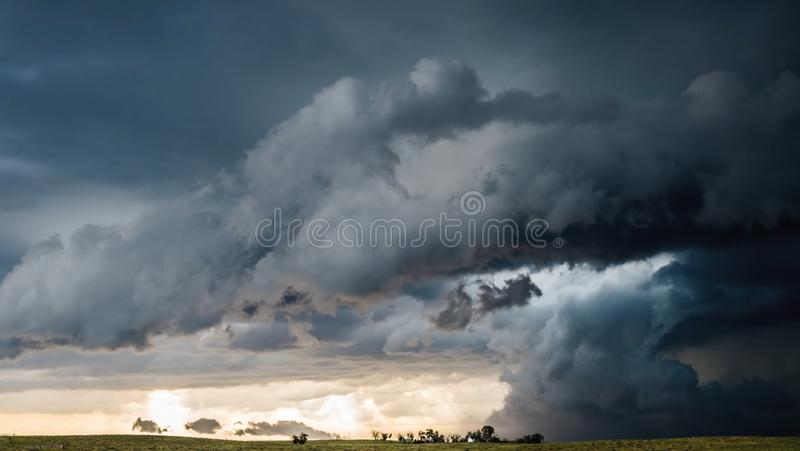 Красивое небо на природе захода солнца стоковые изображения rf